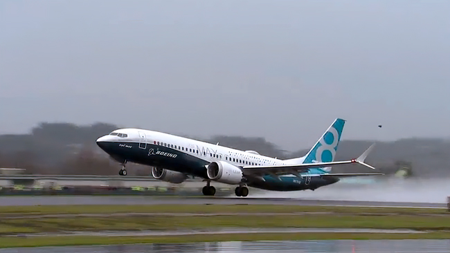 Boeing 737 MAX takes off in rain